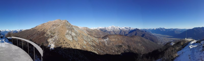 Wunderbares Panorama, unten rechts die Magadinoebene